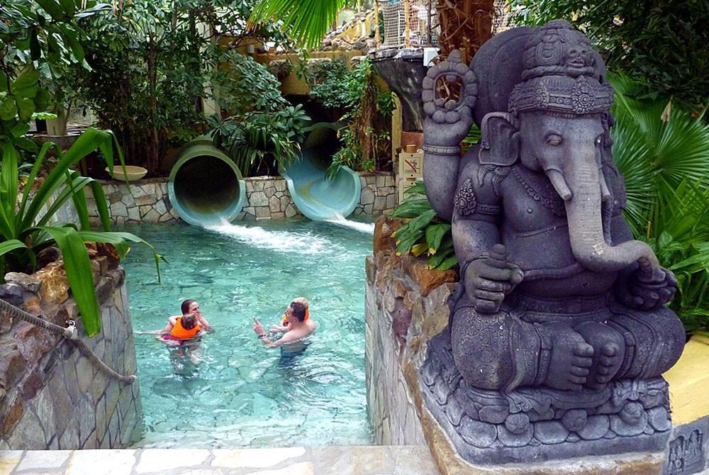 Het zwembad van center parcs de eemhof: subtropisch genieten!