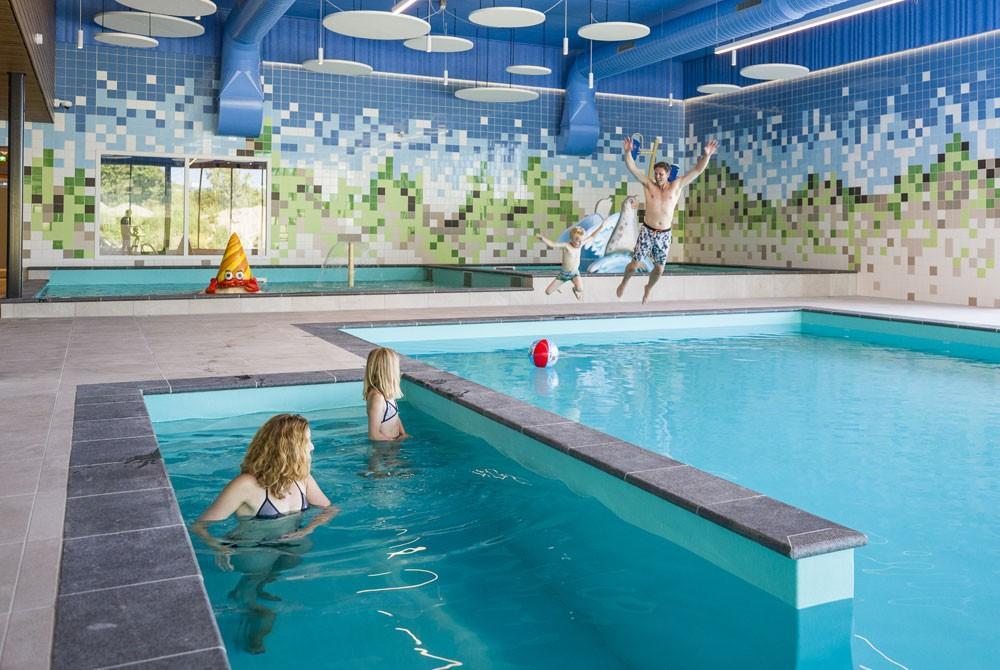 Landal strand resort ouddorp duin opent nieuw zwembad theater n restaurant - Zwembad met strand ...