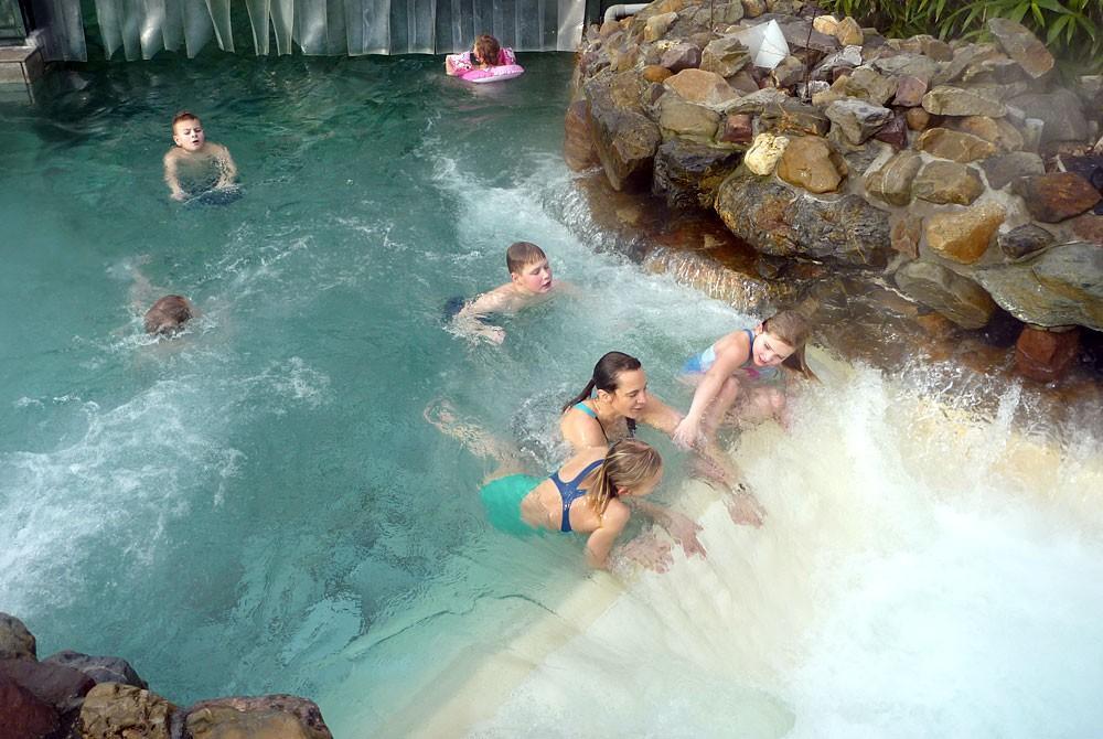Het zwembad van center parcs de eemhof subtropisch genieten