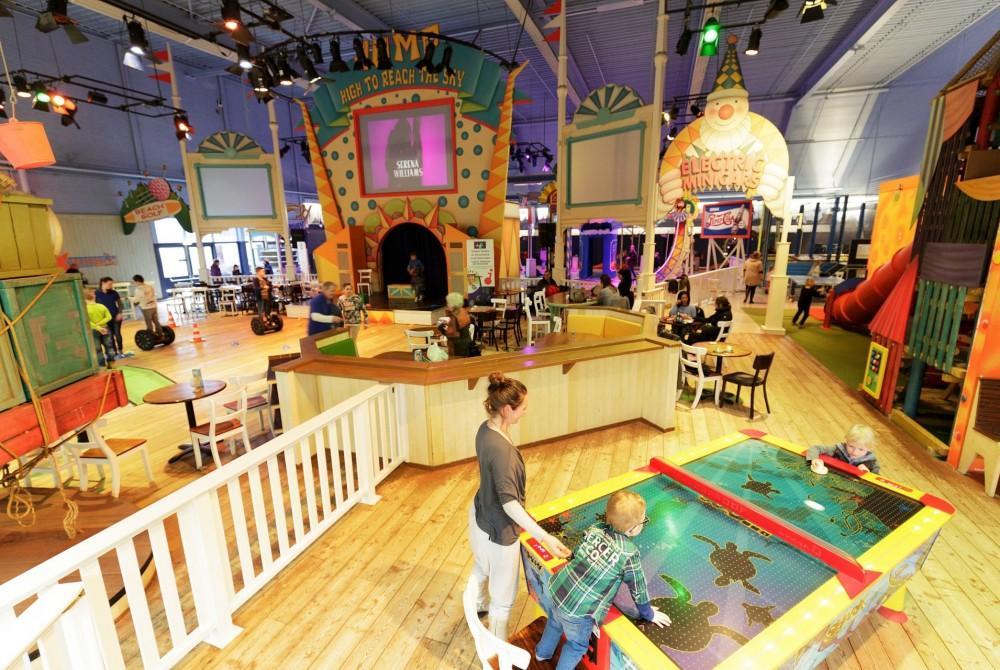Center Parcs Zandvoort Zwembad.De Aqua Cinema Van Center Parcs Park Zandvoort Films Kijken Vanuit
