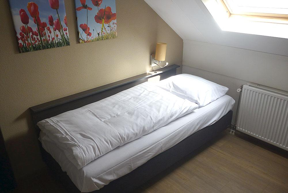 Boxspring bed in kamer, Landal Hoog Vaals