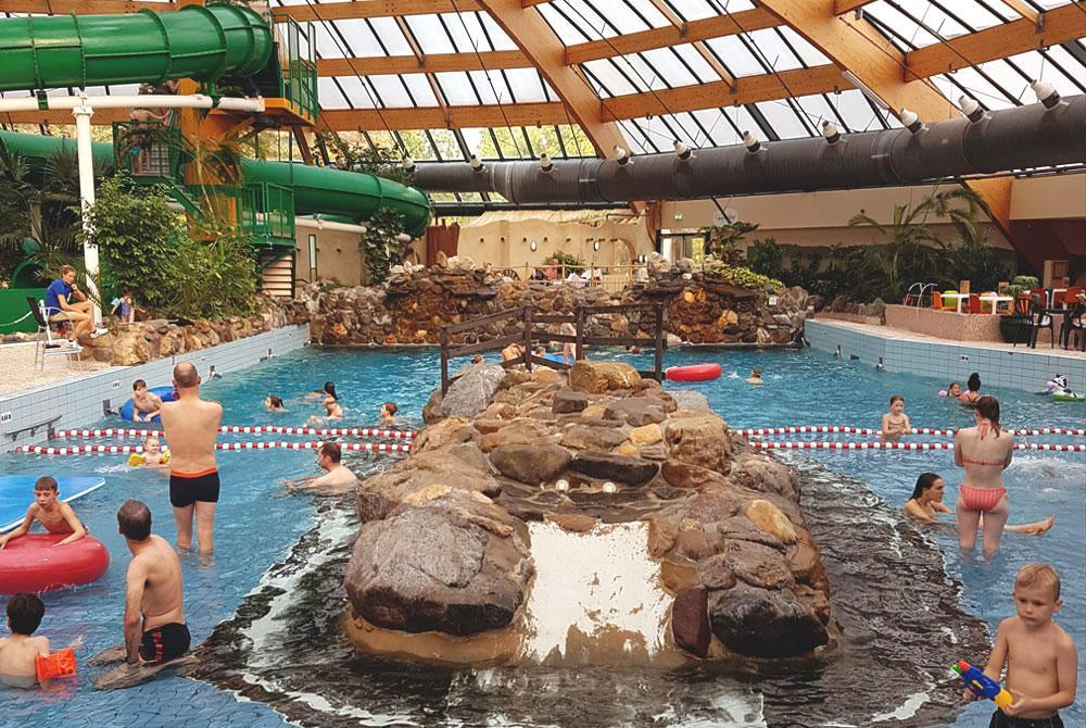Het Vennenbos Zwembad.Landal Het Vennenbos Of De Lommerbergen Welk Park Is Leuker