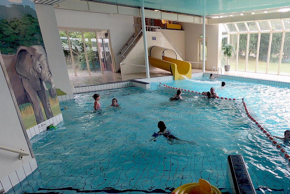 Beekse Bergen Zwembad.Video Het Junglebad Zwembad Van Vakantiepark Beekse Bergen